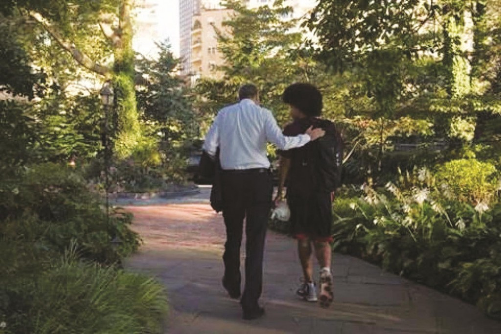 Mayor Bill de Blasio escorting his son Dante out of Gracie Mansion Thursday morning for his first day of high school in Brooklyn. (Twitter/Chirlane McCray)