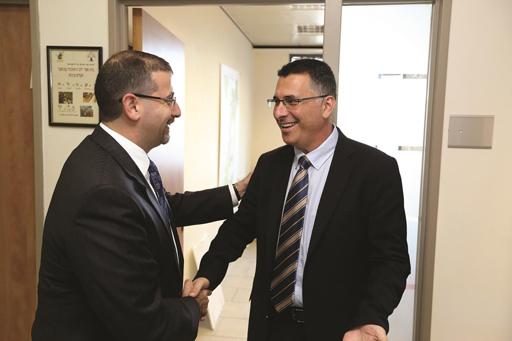 Israeli Minister of Interior Affairs Gideon Saar (R) meets with United States Ambassador to Israel Dan Shapiro in Tel Aviv, a day after Saar announced that he was leaving office.  (Yaakov Naumi/Flash90)