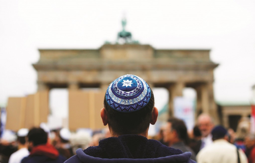 A man waits for the start of an anti-Semitism demonstration at Berlin's Brandenburg Gate September 14, 2014.  (REUTERS/Thomas Peter)