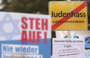 A sign reading 'No Hatred of Jews' in German is held up at a rally against anti-Semitism on September 14, 2014 in Berlin, Germany.  (Adam Berry/Getty Images)