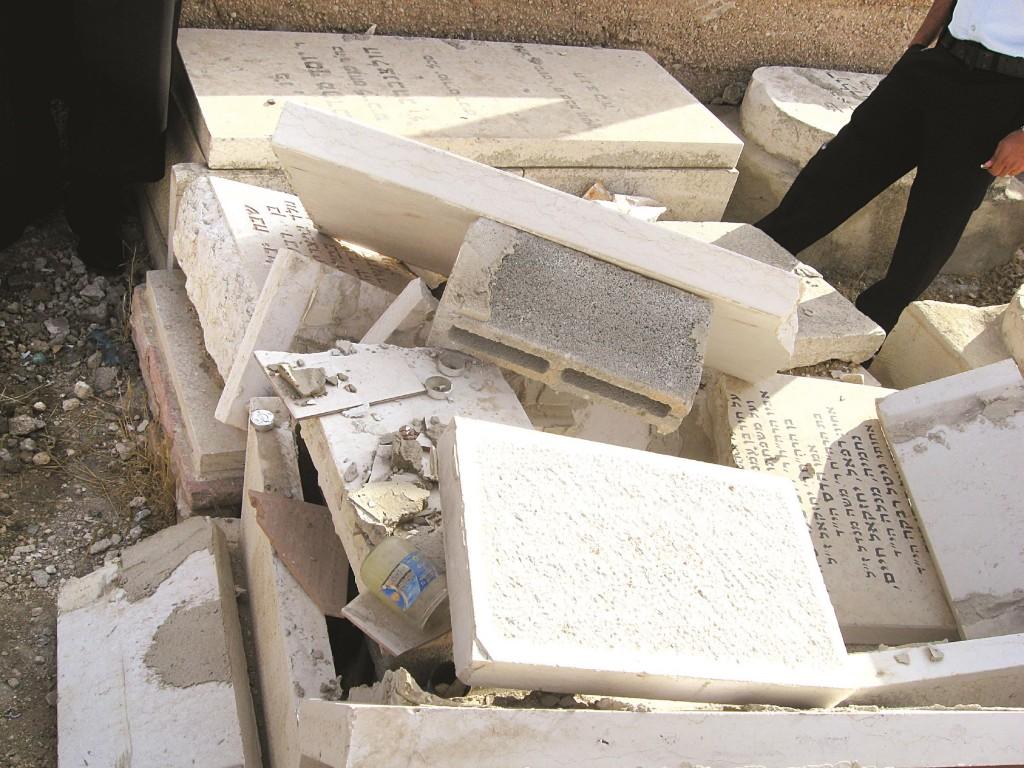 Horrific scene of shattered matzeivos on Har Hazeisim