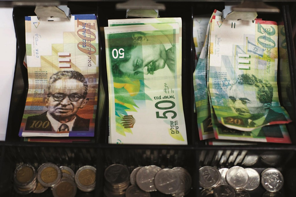 The new 50 NIS bill seen in a cash register. The new bill came into use in mid-September. (Noam Revkin Fenton/Flash90)