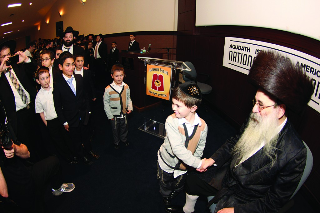 The Vyelipoler Rebbe greeting children at the Avos Ubanim session.