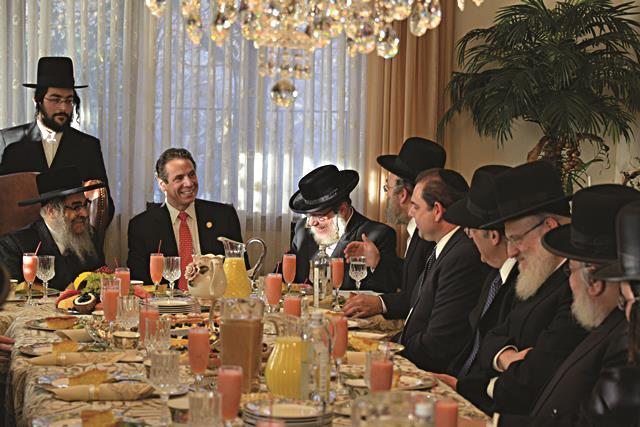 Gov. Andrew Cuomo on Sunday visiting the Satmar Rebbe Harav Aharon Teitelbaum in Kiryas Yoel. (JDN)