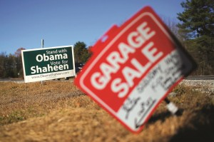 A campaign sign is pictured in Brentwood, new Hampshire Monday. United States Senator Jeanne Shaheen (D-NH) is running for re-election against Republican Scott Brown.  (REUTERS/Brian Snyder)