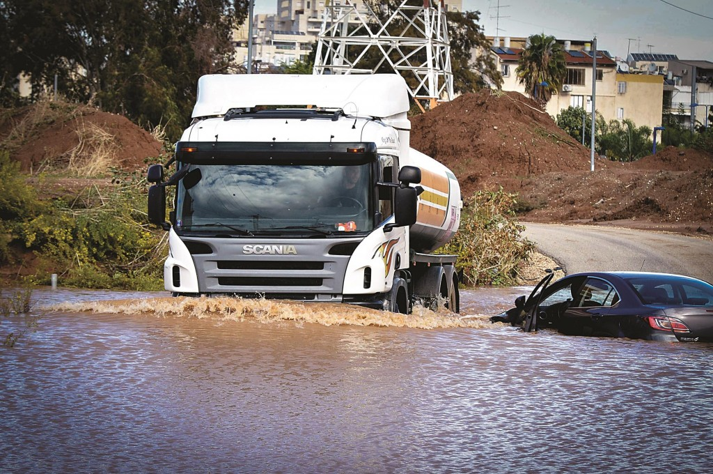 Flooding in Or Yehudah, in central Israel, after heavy rain fell on Sunday. (FLASH90)