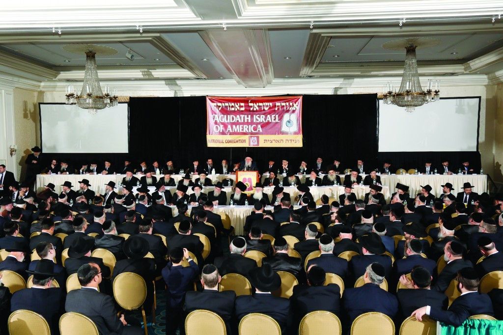 The Novominsker Rebbe addresses the Motzoei Shabbos session at the 92nd Convention of Agudath Israel of America.