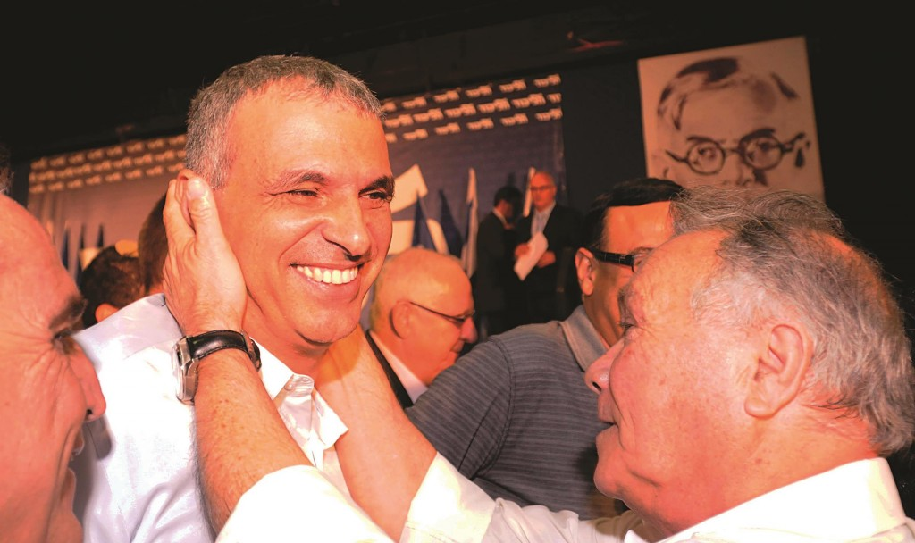 Former Minister of Communications Moshe Kahlon at a recent Likud convention, a party of which he is no longer a member. (Yossi Zeliger/FLASH90)