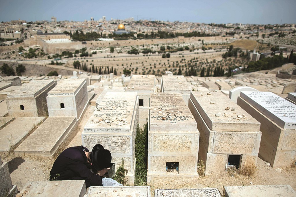 At the Har Hazeisim cemetery.  (Yonatan Sindel/Flash90)