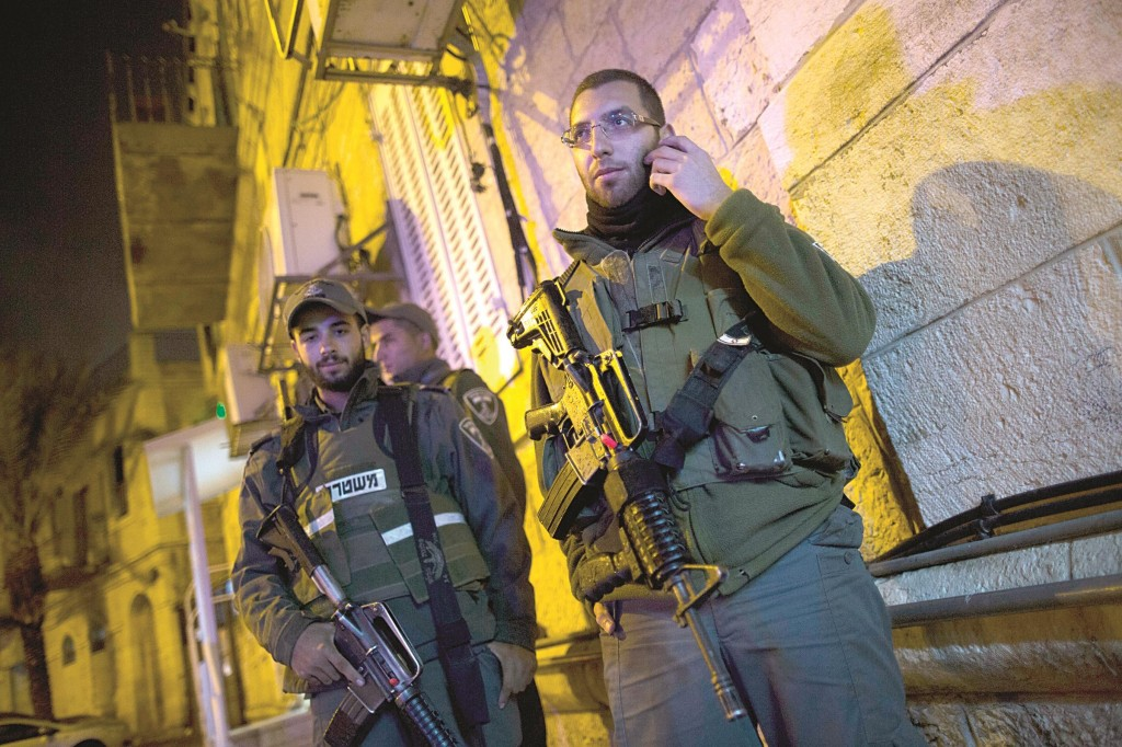 Police at the scene where a Jewish man was stabbed by an Arab man near Yerushalayim's Old City on Sunday. (Yonatan Sindel/Flash90)