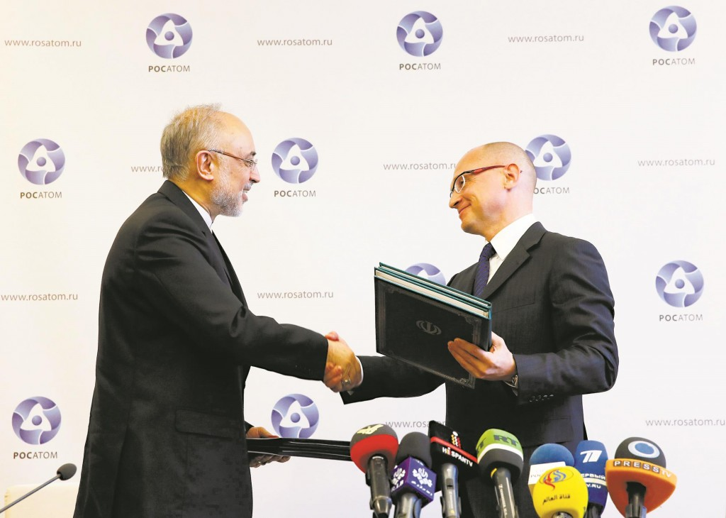 Sergei Kiriyenko (R), head of the Russian state nuclear monopoly Rosatom, and head of Iran's Atomic Energy Organization Ali Akbar Salehi shake hands during a signing ceremony in Moscow, Tuesday. (REUTERS/Maxim Shemetov)