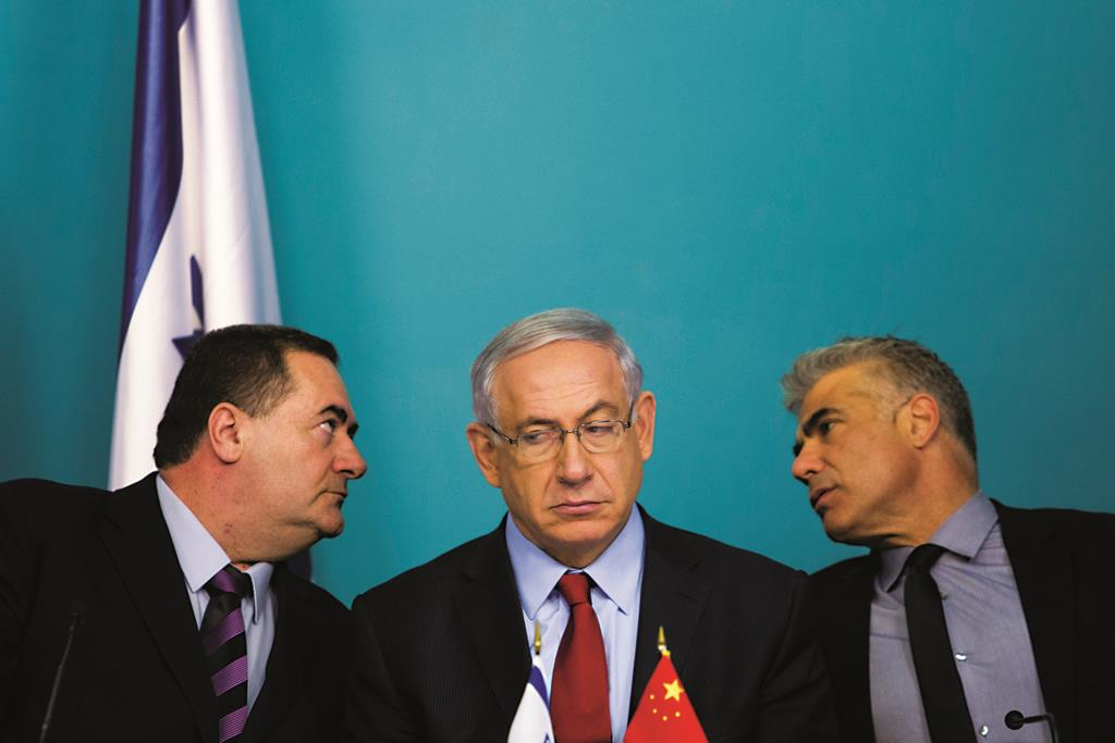 Israeli Minister of Transportation Yisrael Katz (L), Israeli Prime Minister Binyamin Netanyahu (C) and former Minister of Finance Yair Lapid (R). Katz is slated to replace Lapid. (Noam Revkin Fenton/FLASH90)