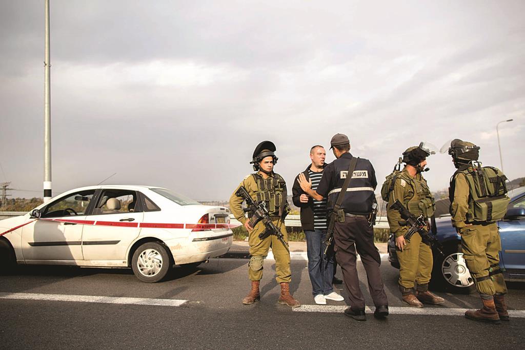 IDF soldiers on patrol (Flash 90)