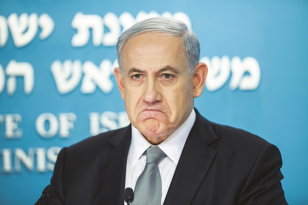 Israeli Prime Minister Binyamin Netanyahu making a statement to formally dissolve his government and call for early elections, at the Prime Minister's Office in Yerushalayim. (Emil Salman/POOL/Flash90)