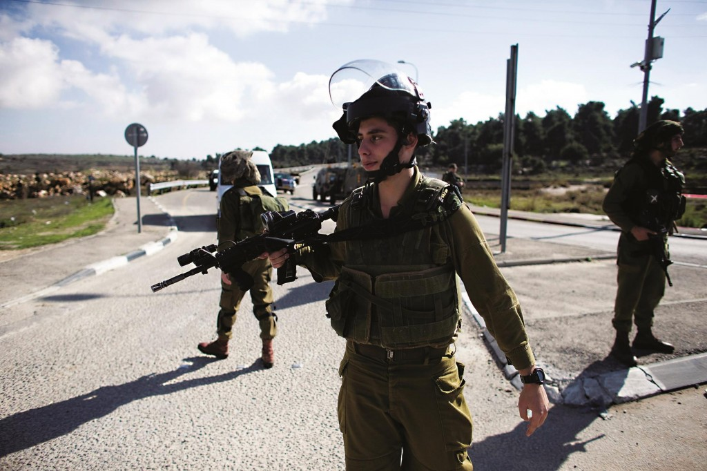 IDF soldiers at the scene of a stabbing (Flash90)