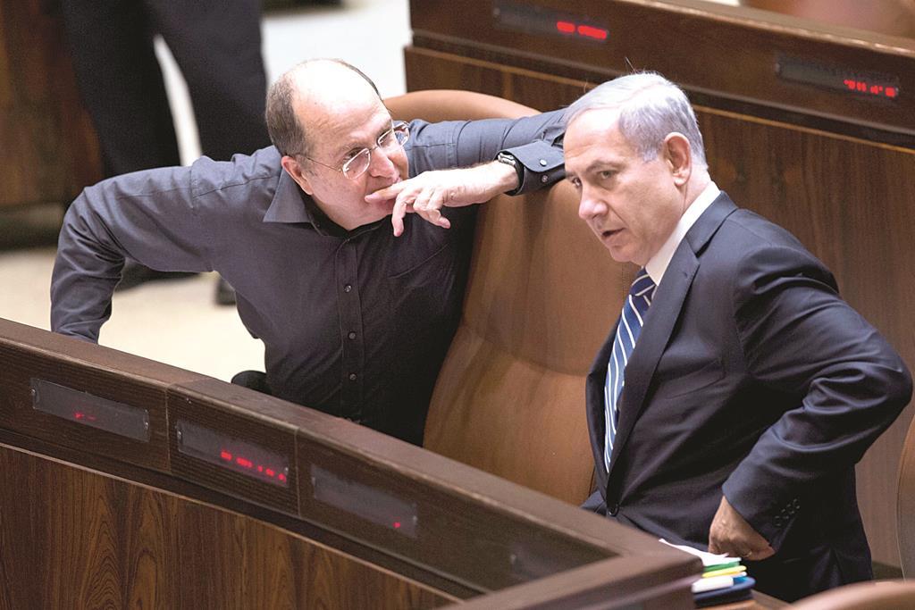 Israeli Defense Minister Moshe Yaalon with Prime Minister Binyamin Netanyahu (R) in the 19th Knesset's last session on Monday.  (Yonatan Sindel/Flash90)