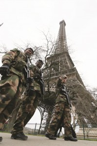 "French soldiers patrol near the Eiffel Tower in Paris as part of the ""Vigipirate"" security plan December 23, 2014. French security forces stepped up protection of public places on Tuesday. (REUTERS/Gonzalo Fuentes)"