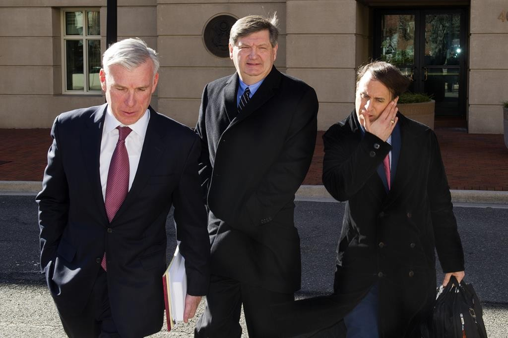 New York Times reporter James Risen (C) leaves federal court in Alexandria, Va., Monday, Jan. 5, where he was expected to testify to see what evidence he may offer in the case of a former CIA officer accused of leaking classified information. (AP Photo/Cliff Owen)