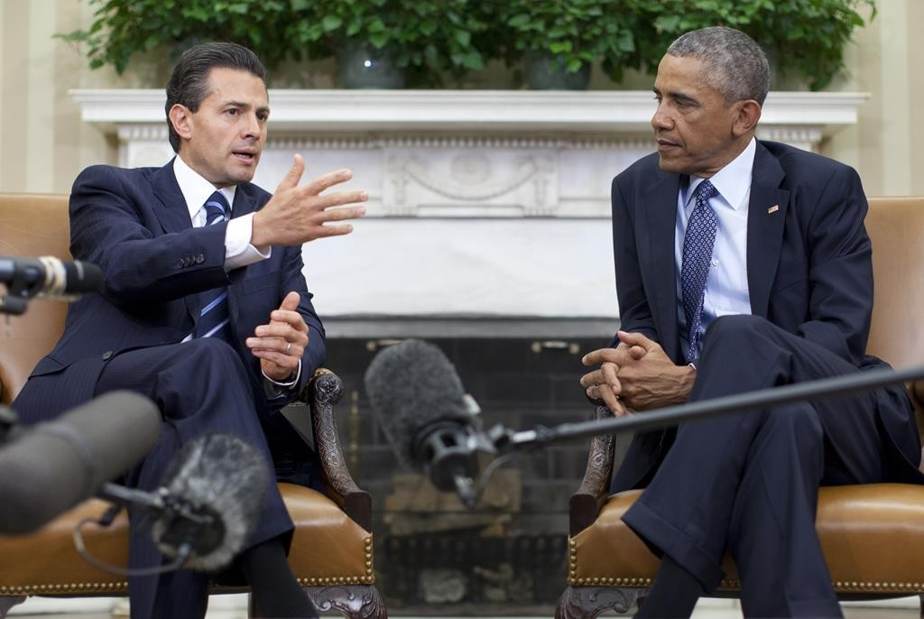President Barack Obama hosts a bilateral meeting with Mexican President Enrique Peña Nieto, Tuesday, in the Oval Office of the White House in Washington.  (AP Photo/Carolyn Kaster)