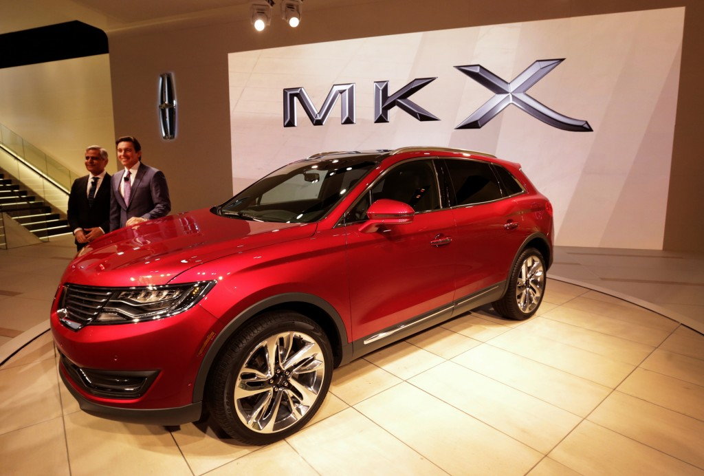 Kumar Galhotra, President of Lincoln, and Mark Fields, President and CEO of Ford, pose for pictures after introducing the Lincoln 2016 MKX during the 2015 North American International Auto Show at Cobo Center on Tuesday, Jan. 13, 2015, in Detroit. (Diane Weiss/Detroit Free Press/TNS)