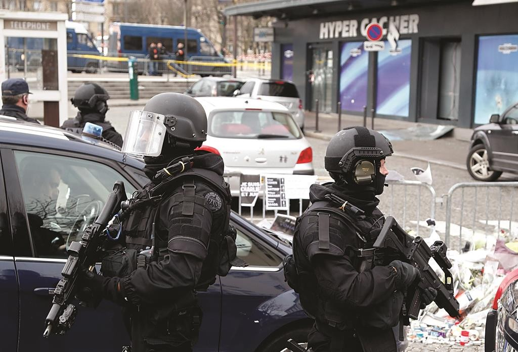 FP MAIN Additional Paris Terror Suspects May Be At Large 5