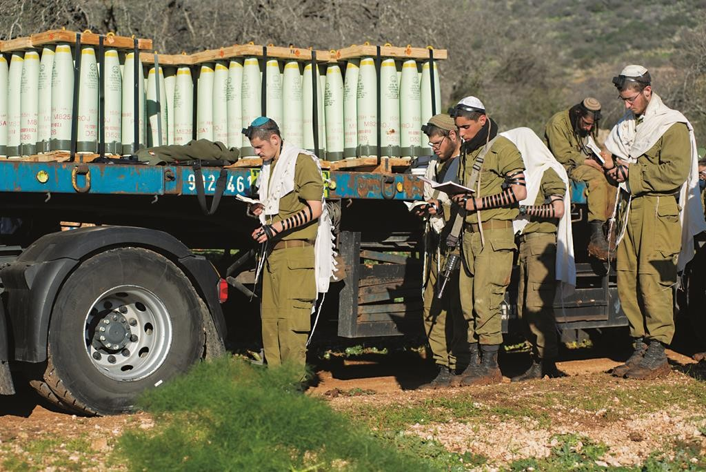 Israeli soldiers reinforcing the IDF presence in the Golan Heights, Wednesday. (Basal Awidat/Flash90)
