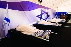 Sephardic Chief Rabbi Shlomo Amar speaking at the levayah at Har Hamenuchos on Tuesday. (Amit Shabi/POOL)