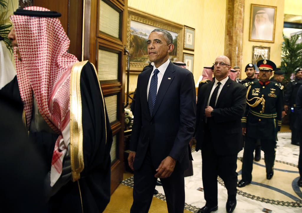 President Barack Obama (C) walks the halls of Erga Palace before a meeting with Saudi Arabia's King Salman in Riyadh. (REUTERS/Jim Bourg)