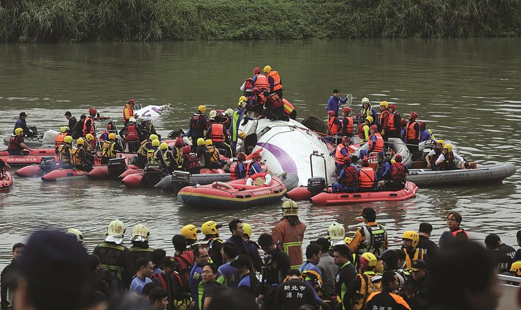 Rescuers carry out a rescue operation after a plane plunged into a river in Taipei, Taiwan's capital.
