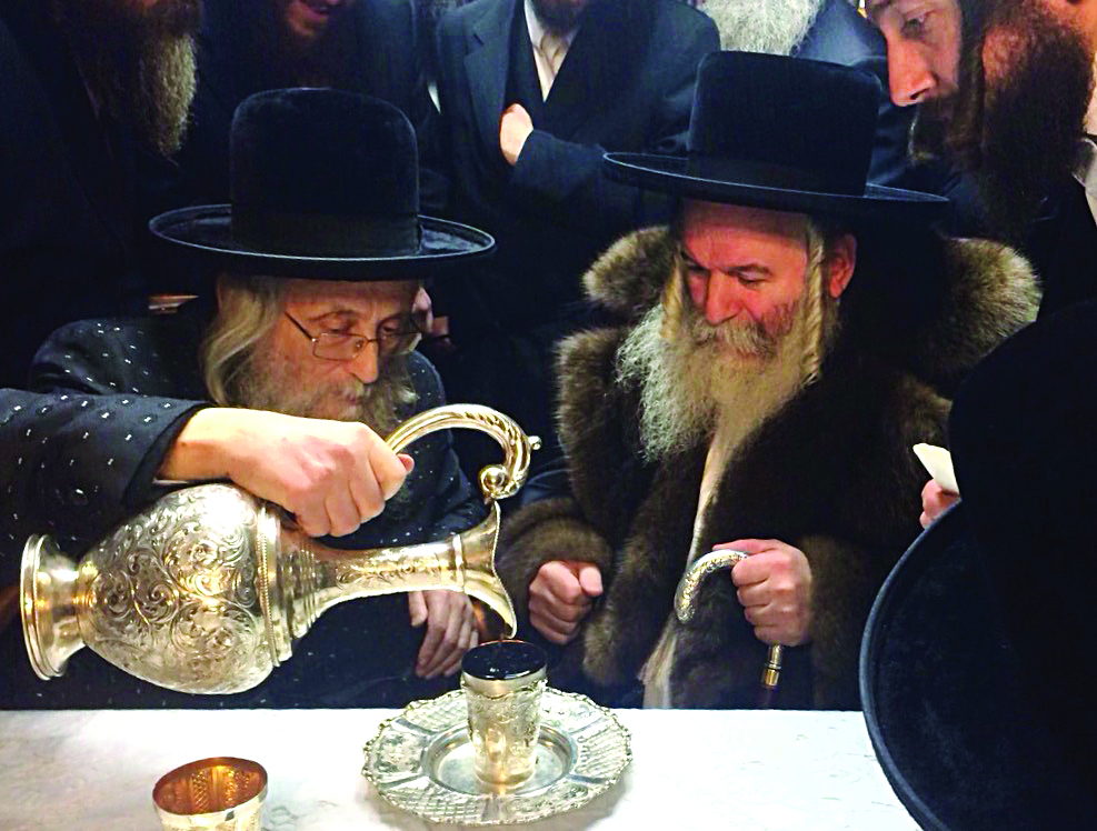 R-L: Bobover Rebbe visiting Harav Yitzchak Tuviah Weiss, Gaavad of the Eidah Hachareidis.