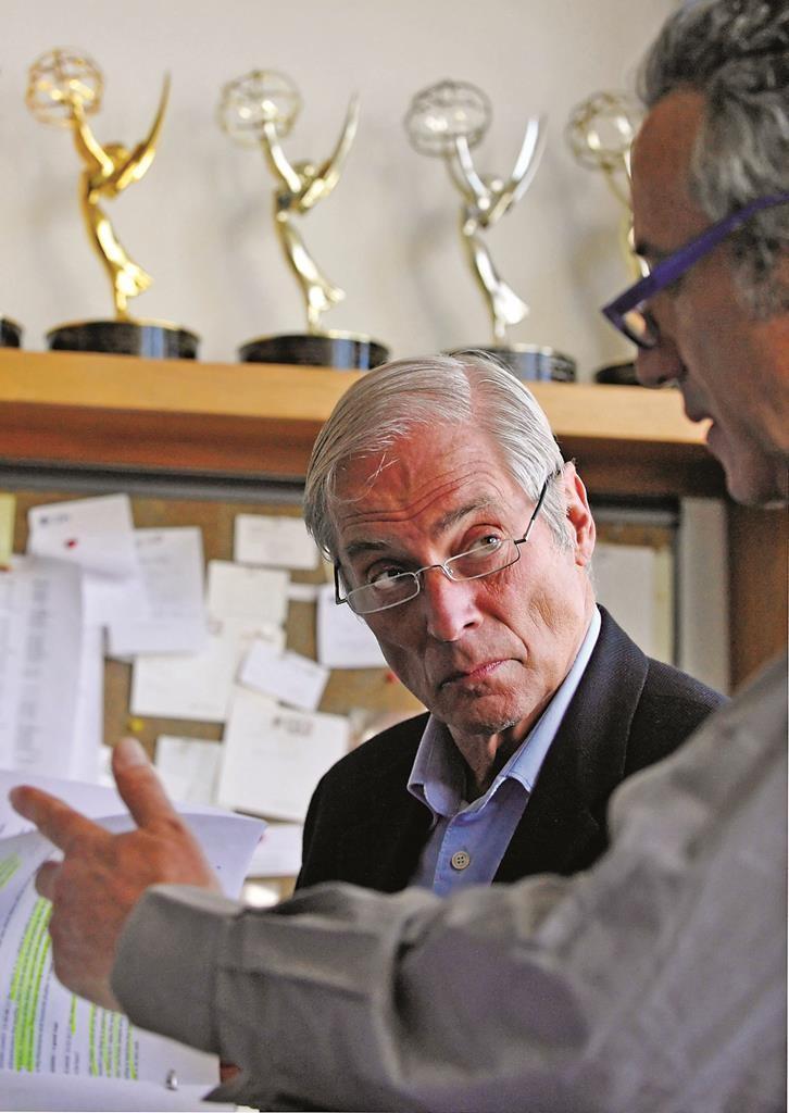 CBS correspondent Bob Simon speaks with a news producer at the CBS Broadcast Center in New York. (AP Photo/CBS, John Paul Filo)