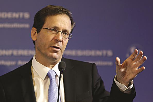 Co-leader of the Zionist Camp party, Isaac Herzog gestures as he delivers a speech on Thursday in Yerushalayim. (GALI TIBBON/AFP/Getty Images)