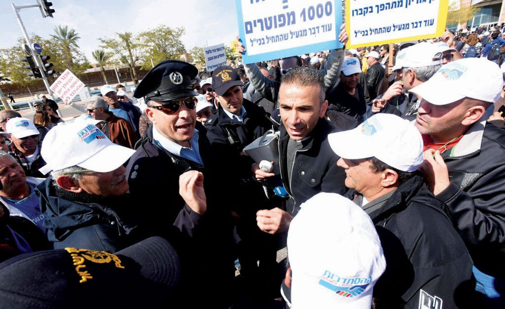 Hundreds attended a demonstration in Beersheva protesting the layoffs at Israel Chemicals on Tuesday.  (FLASH90)