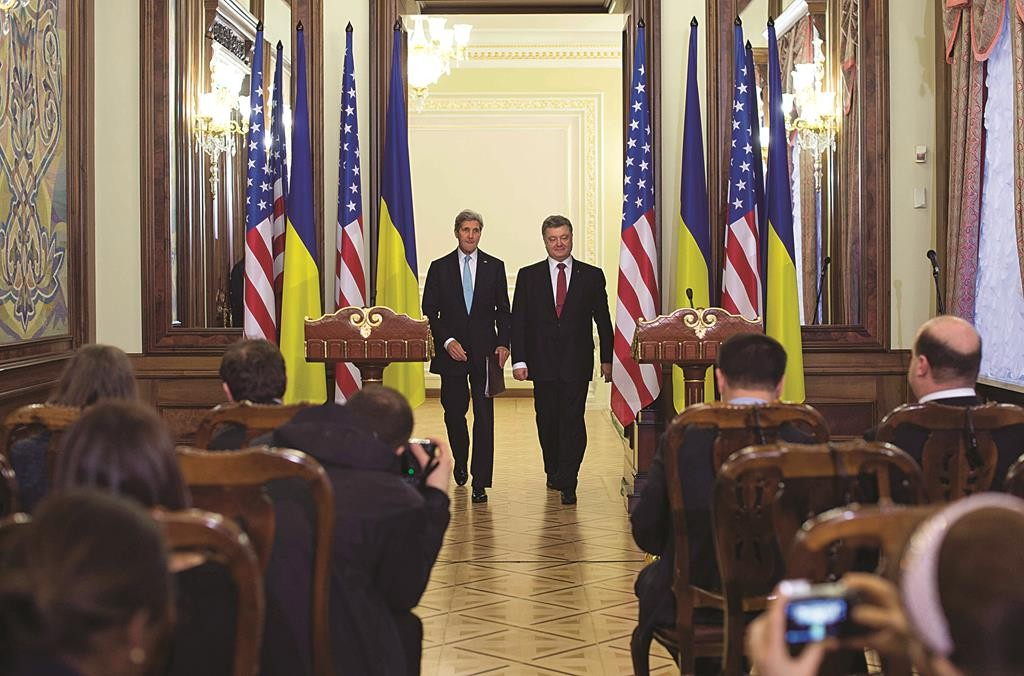 Ukraine's President Petro Poreshenko (R) and U.S. Secretary of State John Kerry (L) arrive to deliver a statement following a bilateral meeting in Kiev Thursday. (REUTERS/Jim Watson/Pool)