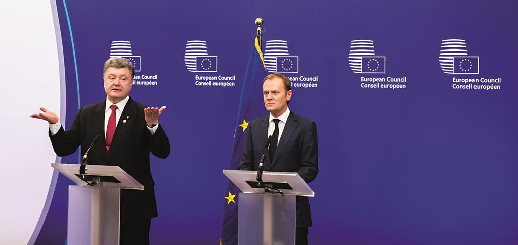 Ukrainian President Petro Poroshenko (L) participates in a media conference with European Council President Donald Tusk during an EU summit in Brussels on Thursday. (AP Photo/Geert Vanden Wijngaert)