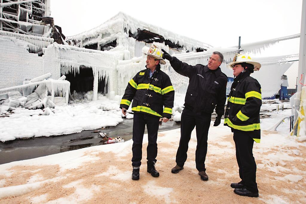 Mayor Bill de Blasio on Thursday tours the site of the massive Williamsburg fire. (Demetrius Freeman/Mayoral Photography Office)