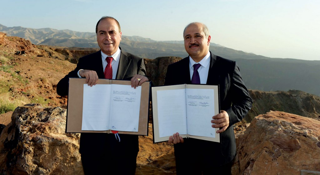Energy and Water Minister Silvan Shalom (L) and his Jordanian counterpart seen during a signing ceremony between Jordan and Israel in Jordan on Thursday. (Haim Zach/GPO)