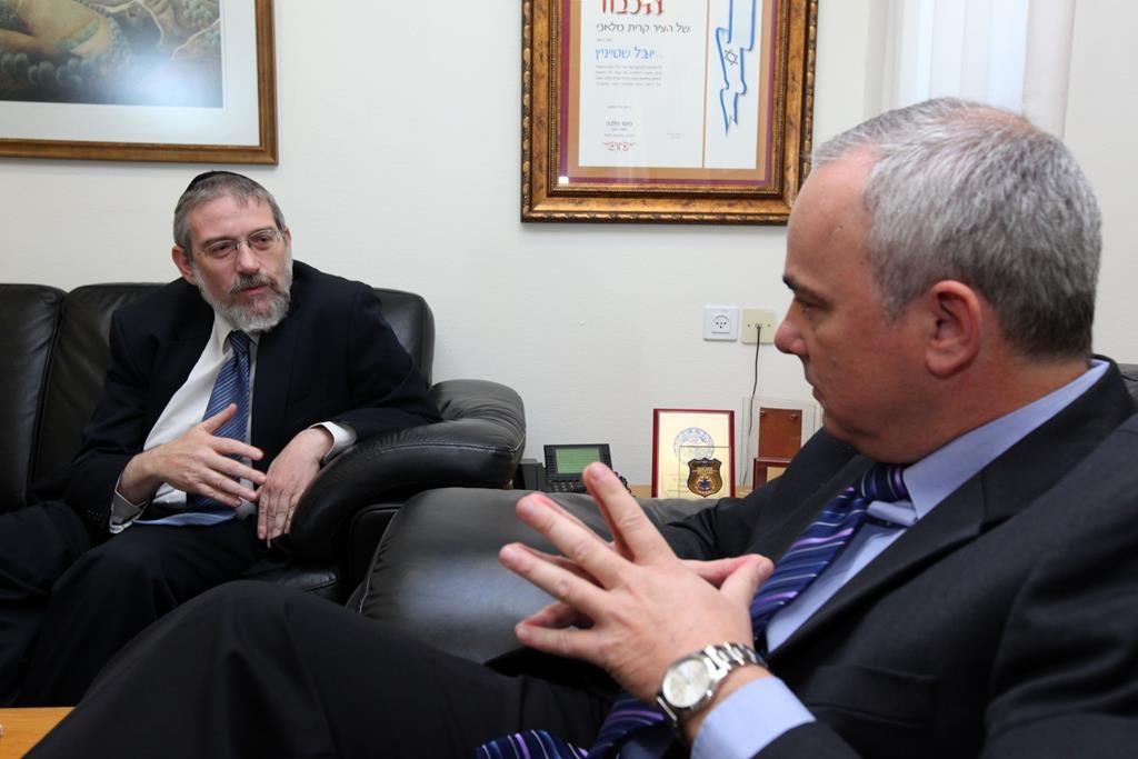 Rabbi Jair Melchior (L) seen talking with Likud minister Yuval Steinitz.  (Kobi Gideon/Flash90)