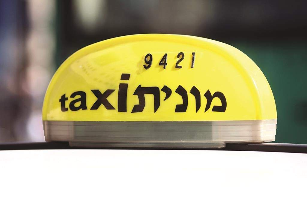Taxis waiting for passengers near the Jerusalem Central Bus Station. November 29, 2011. Photo by Kobi Gideon / Flash90.