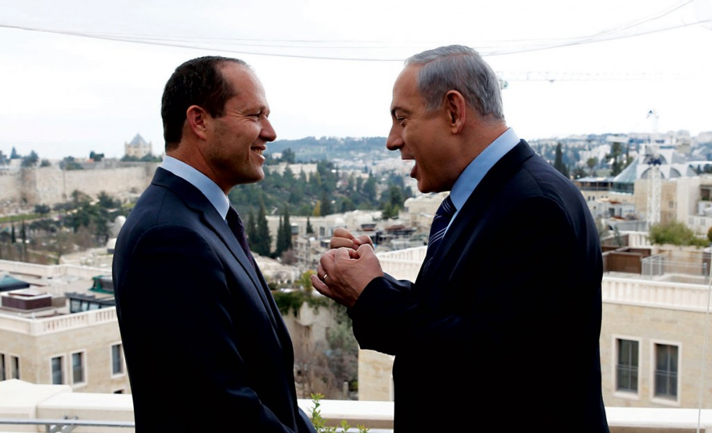 Israel's Prime Minister Binyamin Netanyahu (R) and Yerushalayim Mayor Nir Barkat enjoying a chat during a news conference on Monday. (REUTERS/Ronen Zvulun)