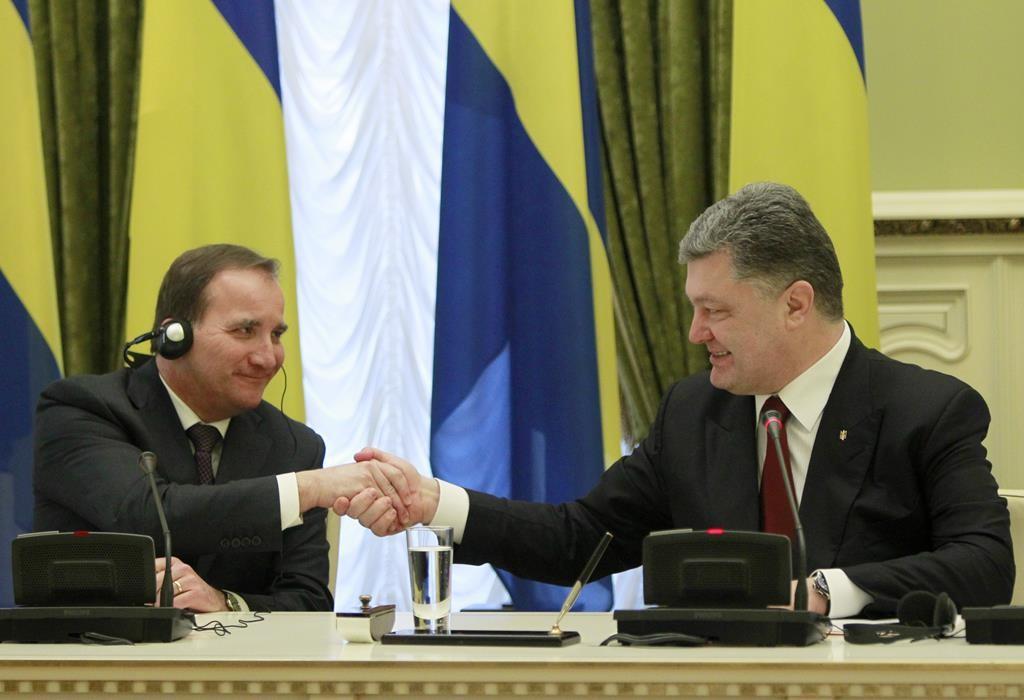 Ukrainian President Petro Poroshenko (R) and Swedish Prime Minister Stefan Lofven shake hands during a joint media conference in Kiev, Ukraine, Wednesday. (AP Photo/Sergei Chuzavkov)