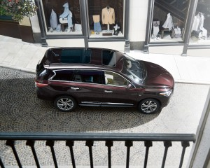The 2015 Infiniti QX60 is equipped with 18-inch wheels, bi-xenon headlights and a sunroof. (Infiniti/TNS)