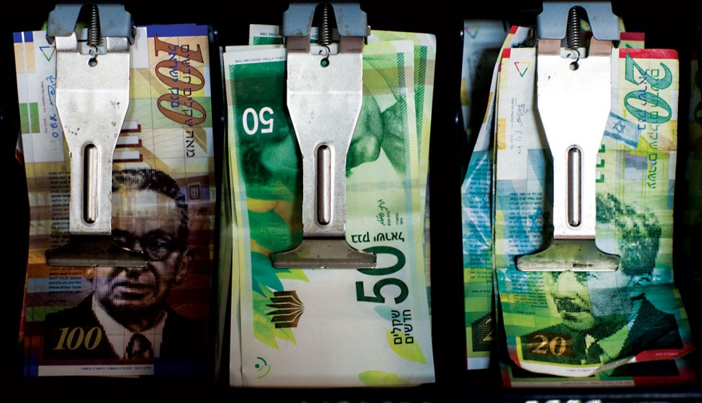 A cash register showing the new 50 NIS bill, which came into circulation last September. (Noam Revkin Fenton/Flash90)