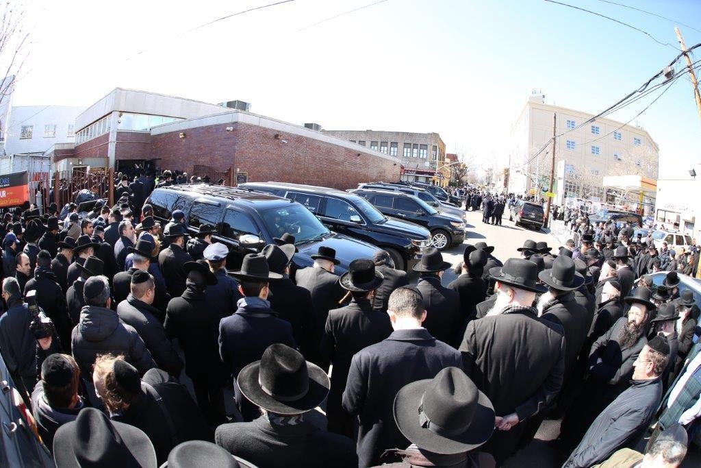 The seven hearses are lined up outside Shomrei Hadas during the levayah. Inset: Rabbi Gabi Sassoon delivering a hesped for his seven children at Shomrei Hadas chapel in Boro Park. (News Breakers) (JDN)