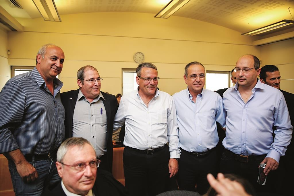 Chairman of the Histadrut Avi Nissankoren, President of the Industries Union Shraga Brosh, Chairman of the Dead Sea Factories Committee Armond Lankari, CEO of the Israel Company Nir Gilad, and Chairman of the ICL Avner Ben Snior, posing together at the Labor Court in Yerushalayim on Wednesday. (Hadas Parush/Flash90)