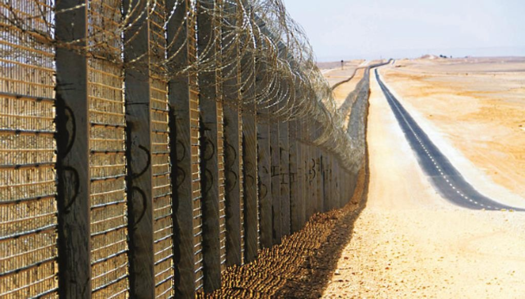 A view of the security fence along the Egyptian border near Eilat. (A. Pe'er)