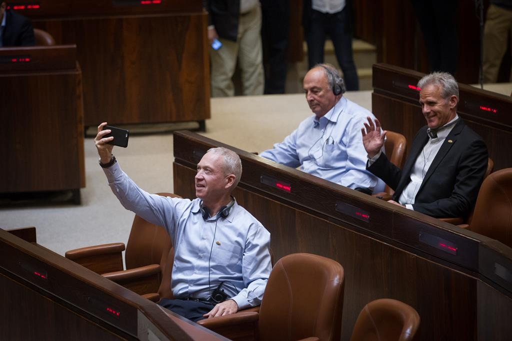 Newly elected members of the Kulanu party trying out their seats in the Knesset on Sunday: Former IDF general Yoav Galant (left front) and Michael Oren, former ambassador to the U.S. (Miriam Alster/FLASH90)
