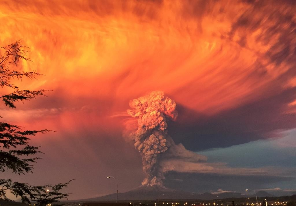 The Calbuco volcano in southern Chile spews ash on Wednesday, prompting authorities to declare a red alert and order the evacuation of around 1,500 people. (REUTERS/Rafael Arenas)