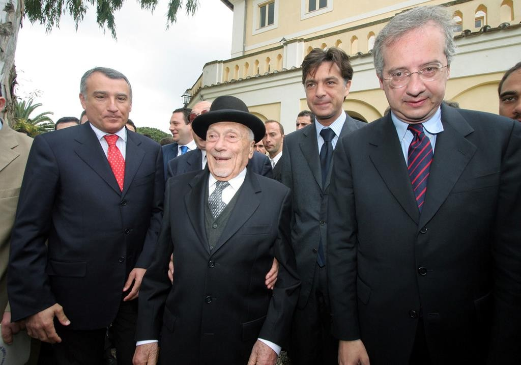 Retired Rome Chief Rabbi Elio Toaff (2nd L) arrives to celebrate his 90th birthday with (from right) Rome Mayor Walter Veltroni, Rome Province President Enrico Gasbarra and Lazio Region President Piero Marrazzo, in Rome, Sunday, May 8, 2005. (AP Photo/Francesco Toiati)