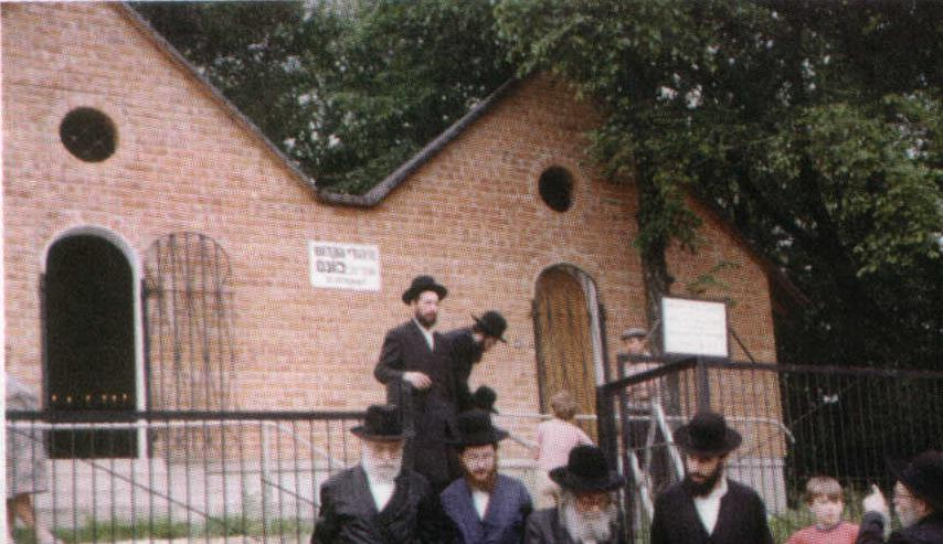 """The Pnei Menachem, zy""""a, leaving the kever of Harav Yerachmiel in the ohel in Peshischa."""